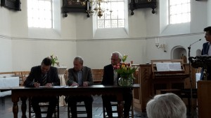 Ondertekening van het contract door orgelmaker Hans Reil